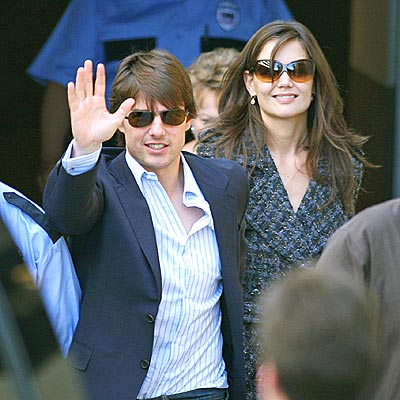 tom cruise and katie holmes wedding pics. +katie+holmes+wedding+cake